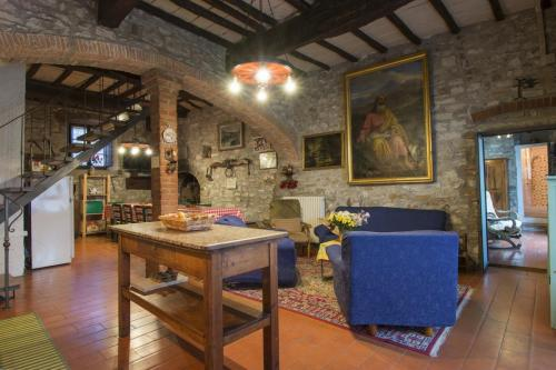 Villa Valentini-living room with open kitchen